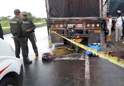 El motociclista murió en el lugar del accidente.
