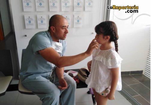 Médico Iván Torres y Luciana.