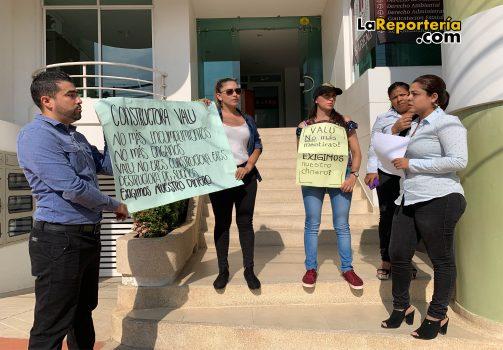 Así fue la protesta frente a la Constructora VALU.