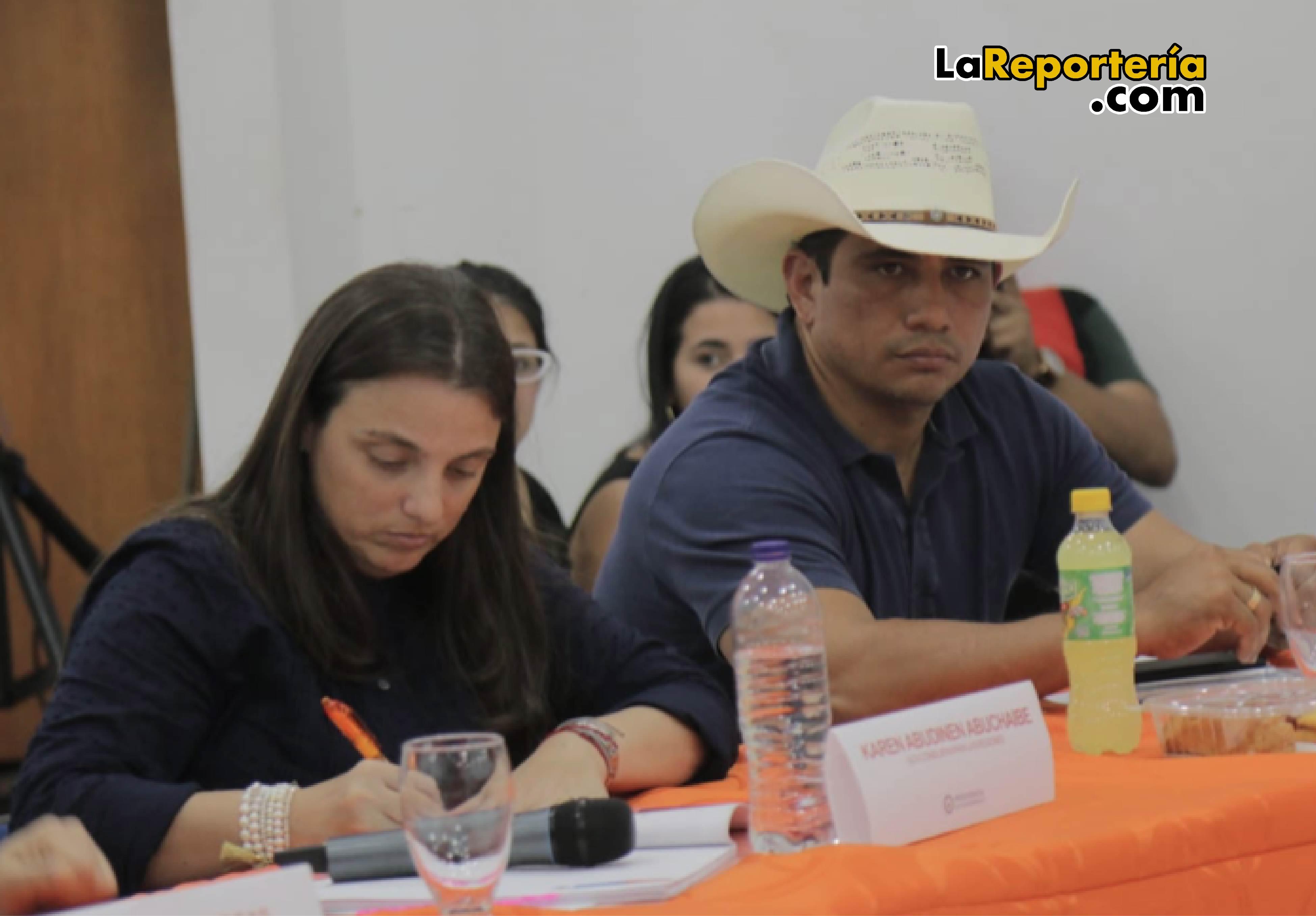 Karen Abundinen, alta consejera para las Regiones  y Gobernador Alirio Barrera.