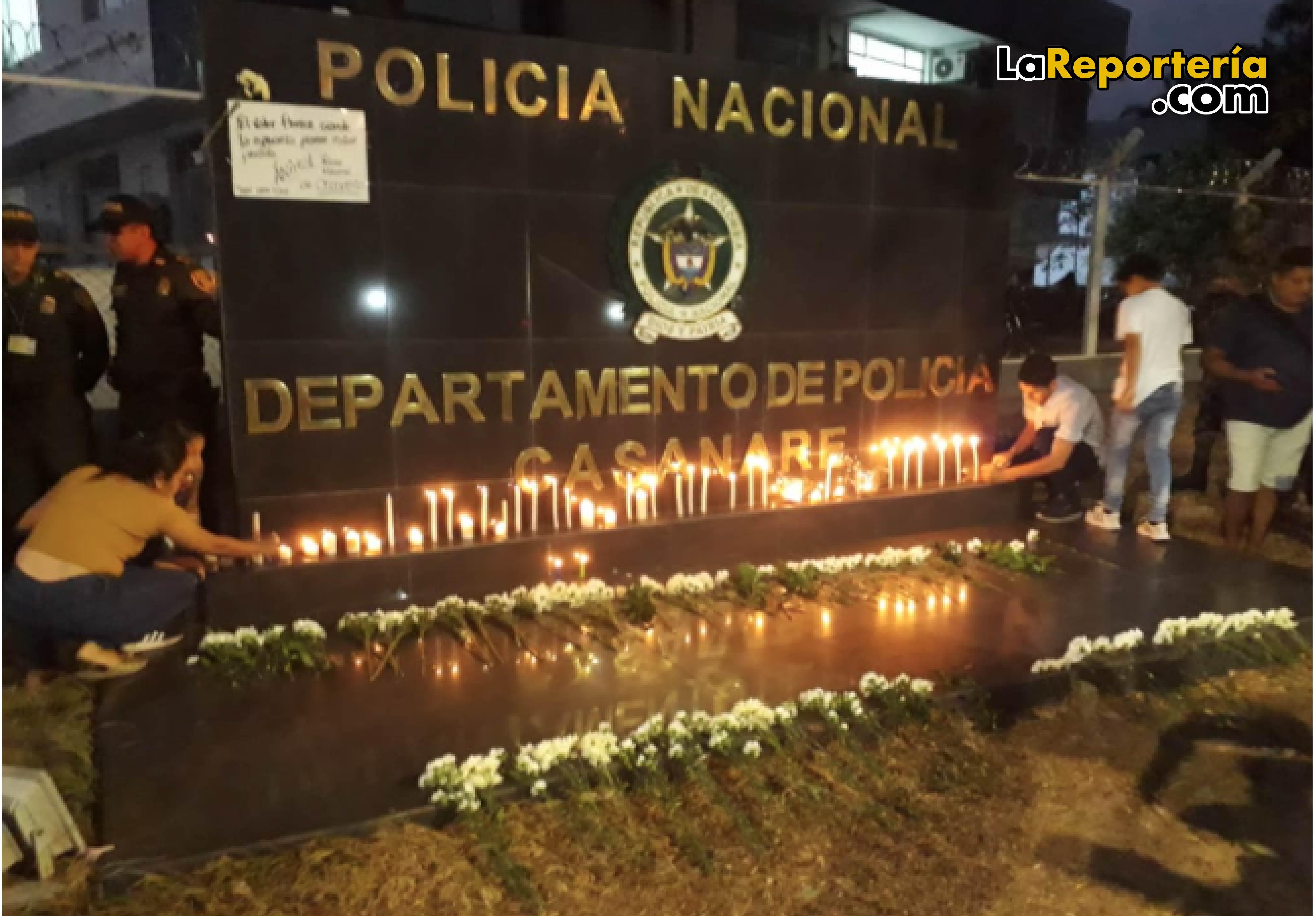 Homenaje a víctimas de carro bomba a la Policía.