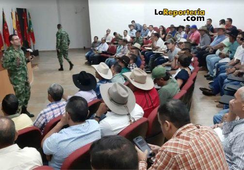 Reunión entre comandante de Brigada XVI y Gremios.