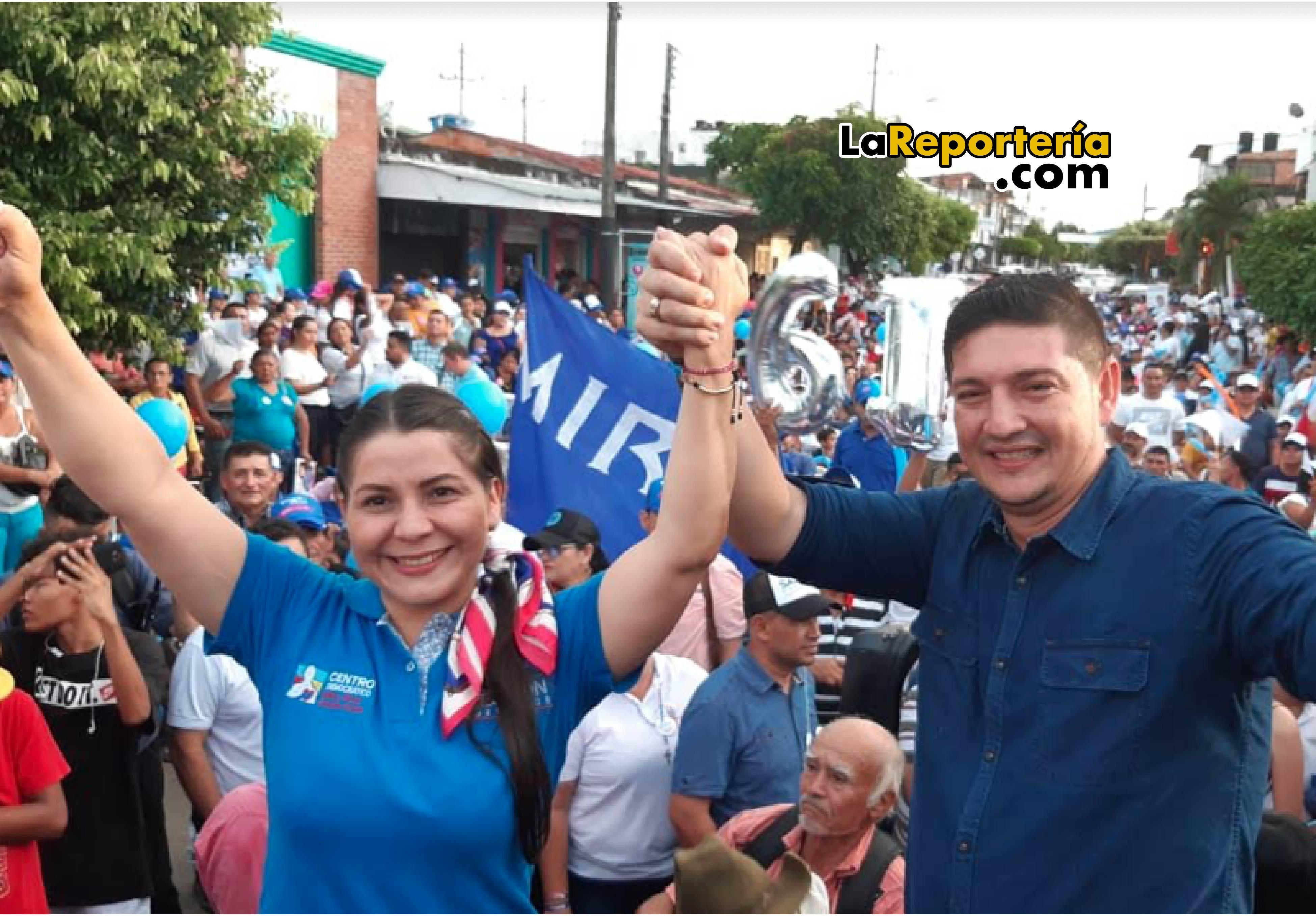 Salomón Sanabria  y su esposa Cielo Barrera en acto de inaugural del directorio en Aguazul.