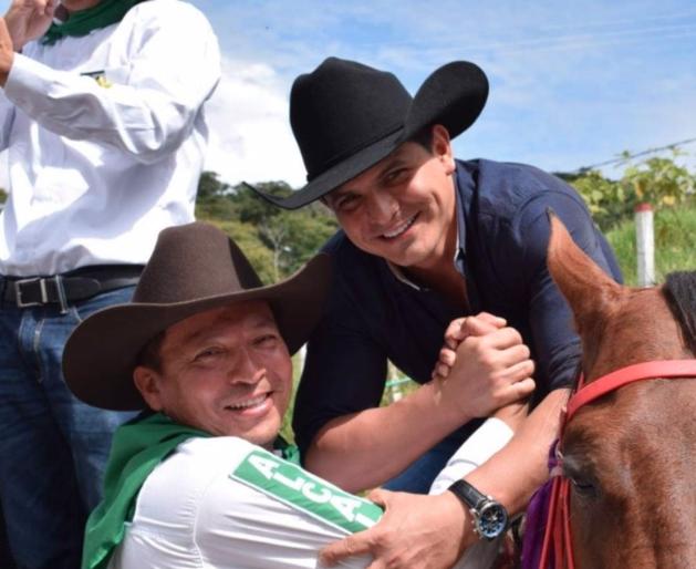 Eneas Perdomo candidato a la Alcaldía de Támara y el representante a la Cámara César Ortiz Zorro.