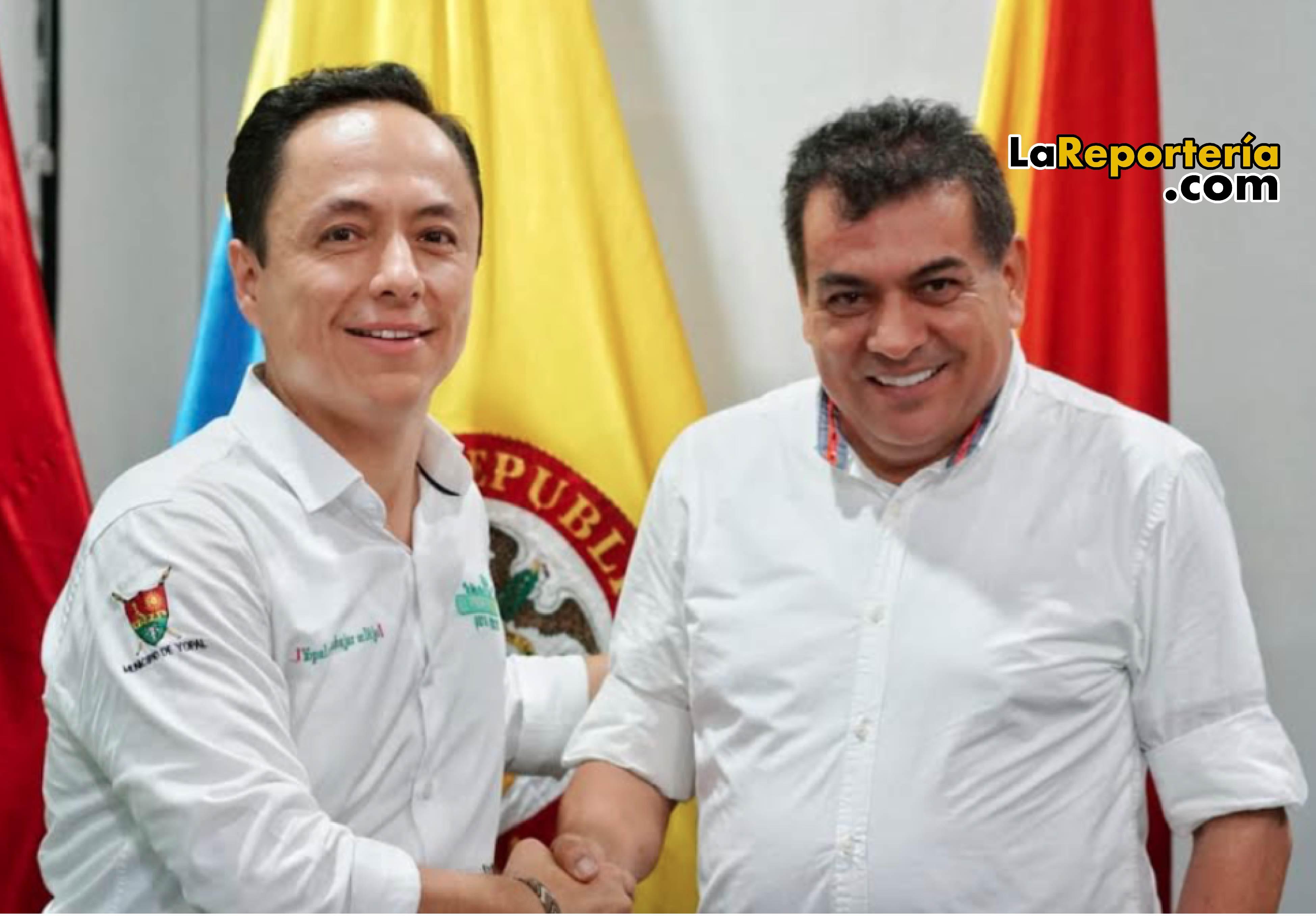Leonardo Puentes (alcalde saliente) y Luis Eduardo Castro (alcalde entrante).